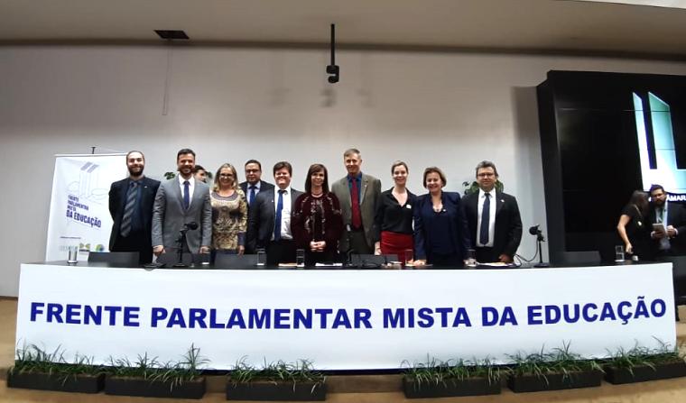 frente parlamentar da educação - professora